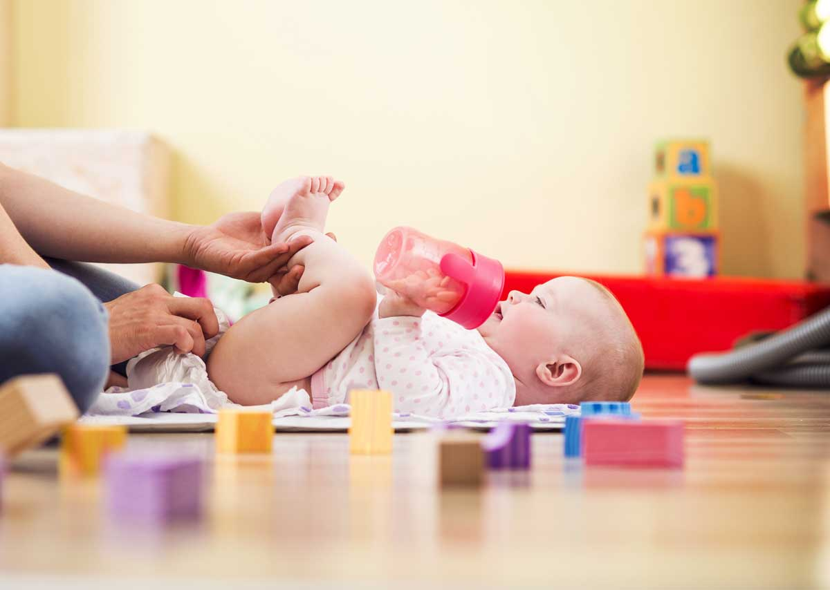 how to change baby nappy